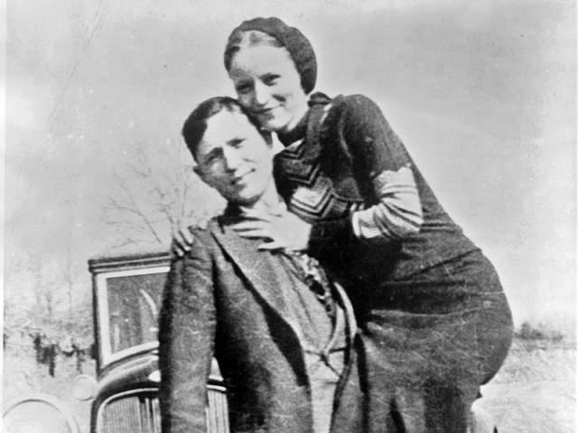 Их застрелили агенты ФБР - влюбленные умерли в один день.