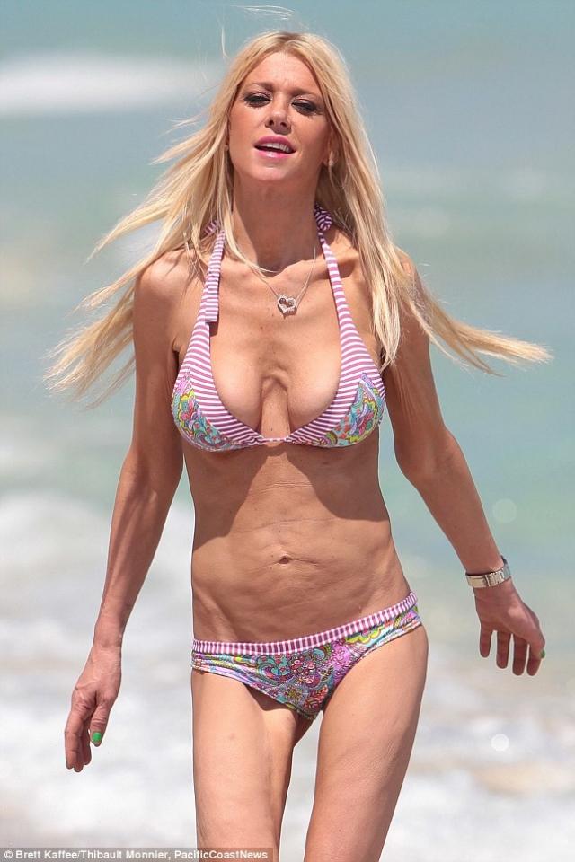 Актрису можно назвать чемпионкой по количеству пляжных фото, снятых папарацци.