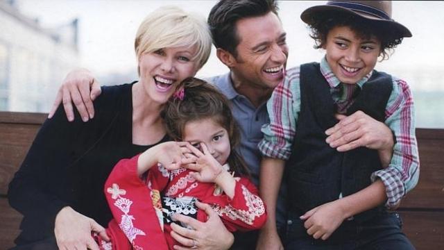 Хью Джекман. В семье актера и его супруги Деборы растут двое приемных детей - Оскар и Ава.