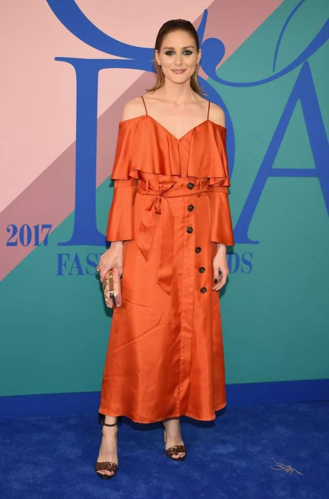 Оливия Палермо появилась в странноватом платье Banana Republic, при этом еще и помятом.