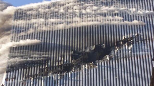 Всего около 18 человек смогло покинуть зону попадания в южной башне и спастись.