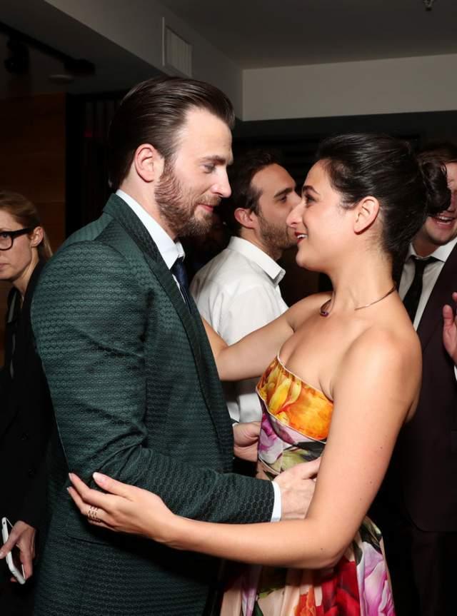 """Актер много играет в кино, все """"Мстители"""" - за ним, а личная жизнь, по мнению Эванса, может и подождать."""