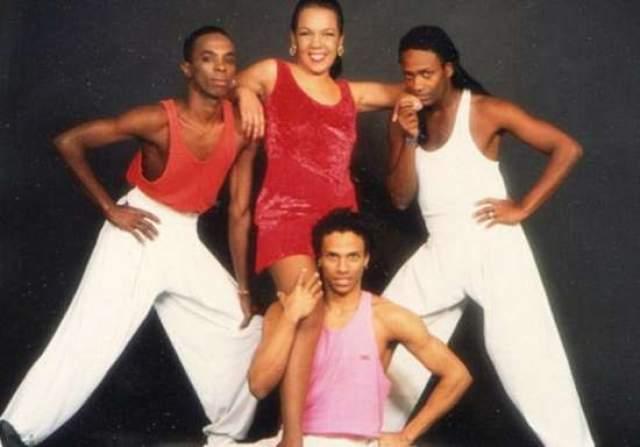 """Однако популярность песни едва не принесла раздор в коллектив: группу """"Каома"""" обвинили в плагиате. Оказалось, песня была кавером на композицию бразильской певицы Марсии Феррейры """"Chorando se foi"""" 1986 года, а та в свою очередь была португалоязычной версией баллады """"Llorando se fue"""" боливийской группы """"Los Kjarkas"""". Последние и подали в суд на """"Каому"""". И выиграла процесс. """"Каома"""" выплатила неустойку."""