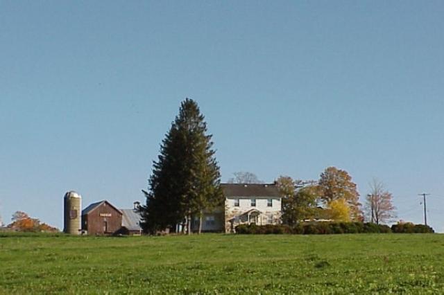 """Весной 1969 года организаторы арендовали 120-гектарный парк """"Миллз"""" в Уоллкилле. Несмотря на то что властей Уоллкилла уверили в том, что посетителей будет не более 50 тысяч, они тотчас же отказали, а в начале июля ввели закон, который требовал разрешение на любые собрания более 5 тысяч человек."""