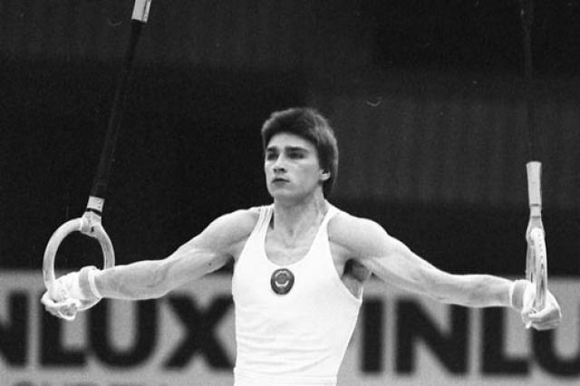 В 1988 году из-за травмы локтя была вынуждена завершить спортивную карьеру, и перешла на тренерскую работу. Спортсменка вышла замуж за гимнаста Валентина Могильного, у них родился сын, они переехали во Францию.