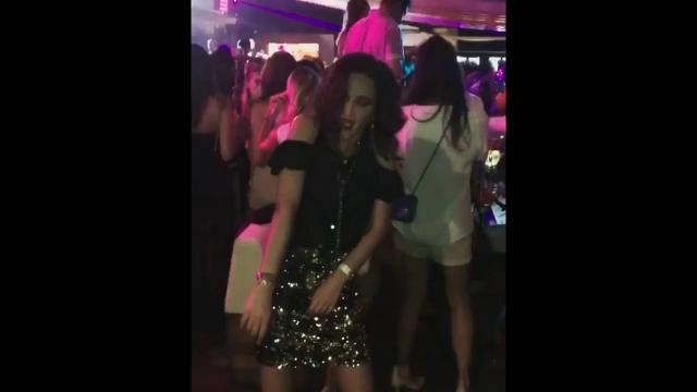 Конфузы и скандалы вызывают и снимки, попадающие в Сеть помимо воли Ольги. Например, Бузова попала в светскую хронику, продемонстрировав эротические танцы на вечеринке в честь дня рождения Марии Погребняк.
