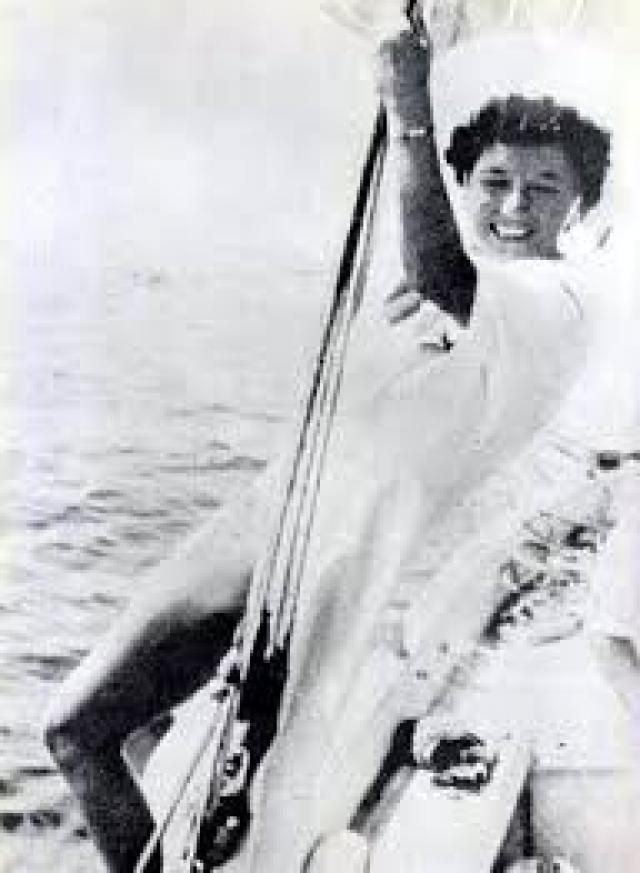 Тогда Клара уже была невестой лейтенанта Военно-Воздушной академии Риккардо Федериче, с которым развелась в 1936 году. Муссолини также был женат на Ракеле Муссолини.