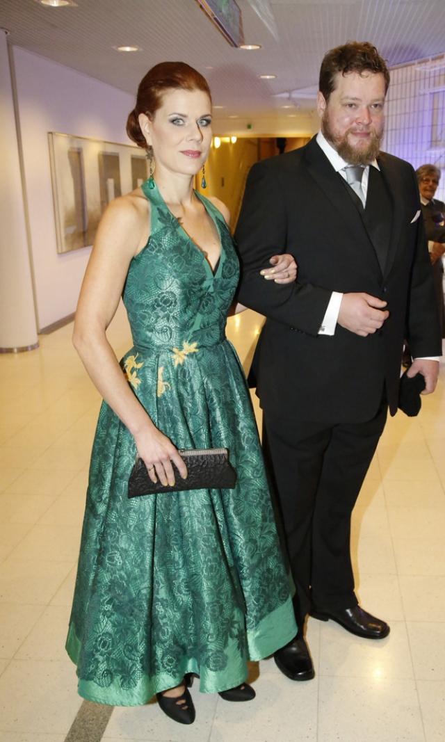 В Финляндии у него была законная жена (на фото), в России – подруга, режиссер Тина Барклая.