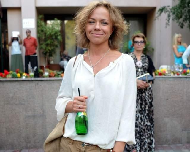 В состоянии опьянения Перова въехала в бампер впереди ехавшей машины, за что ее лишили водительских прав на полтора года.
