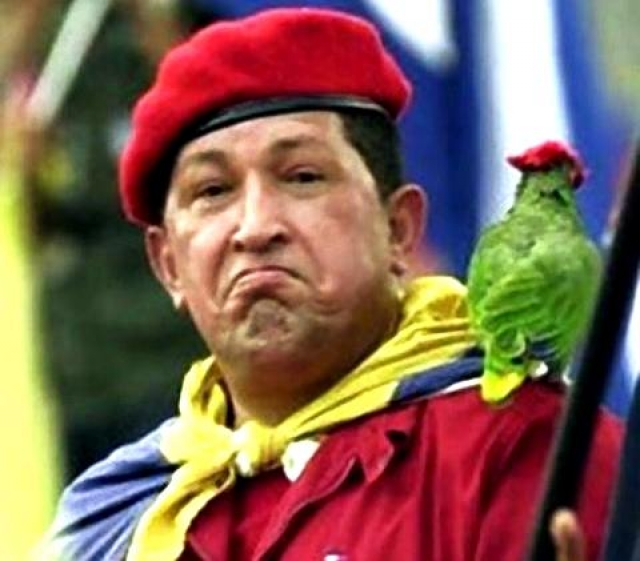 Также Чавес отрицательно относится к рождественским подаркам, а вместо этого советует венесуэльцам в Рождество рассказывать детям о Симоне Боливаре.