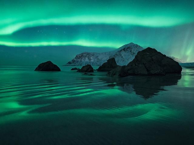 Северное сияние над Лофотенскими островами в Норвегии. Felix Inden, National Geographic Your Shot