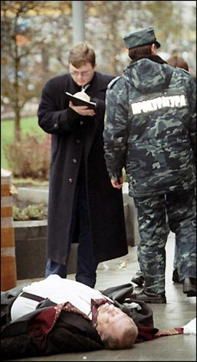 18 октября 2002 года в Москве на Новом Арбате Цветков был убит около офиса представительства области.