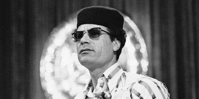 """В 1981 году американцы обвинили Каддафи в подготовке покушения на президента Рональда Рейгана. При этом перечисленные в американском списке террористы, якобы готовившие покушение, принадлежали к одной из антиливийских организаций, тем не менее за Каддафи закрепился статус """"террориста номер один""""."""