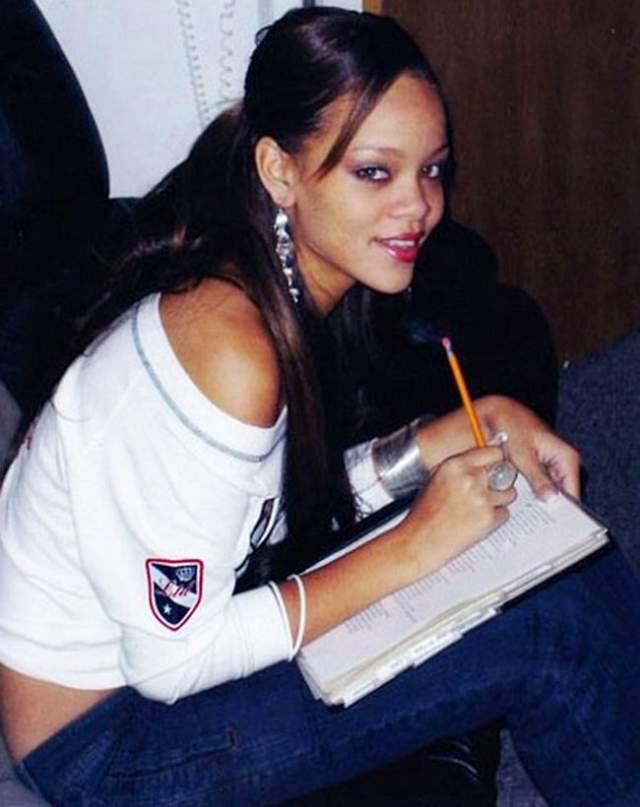 Рианна, певица, 30 лет. Заниматься музыкой начала еще в школе, где у нее с подругами было трио. После школы она хотела, как все, поступить в университет, но решила, что это бесполезная трата времени. Так с Барбадоса она переехала Нью-Йорк, где стала одной из самых знаменитых певиц.
