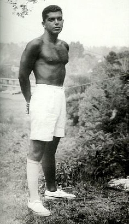 Вернувшись из армии, Ральф некоторое время работал продавцом-ассистентом в компании Brooks Brothers, затем устроился продавцом в компанию Rivetz&Co, занимавшуюся пошивом галстуков.