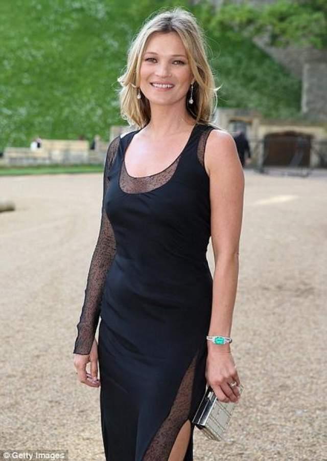 При этом красавица не перестала сотрудничать с известным ювелиром Дэвидом Юрманом, оставаясь лицом Vogue Eyewear, а также Versace. В преддверии грядущих показов изысканных ювелирных изделий и косметики, Кейт рекламирует сумочки у Longchamps и ароматы Coty.