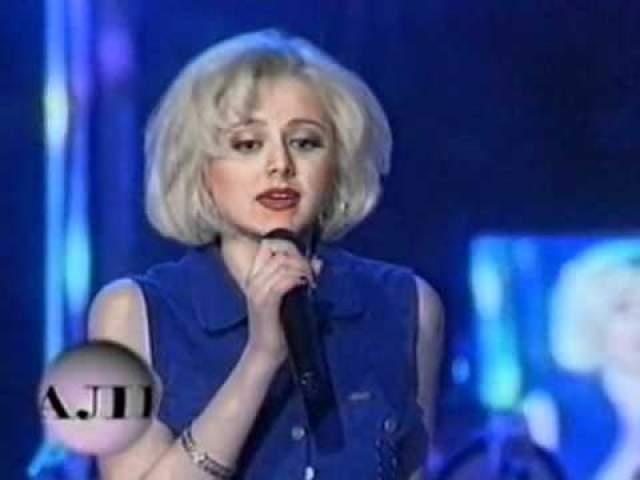 """Работа композитора Александра Шульгина помогла песне приобрести более яркое и запоминающееся звучание, она стала заглавной к альбому """"Ветер с моря"""", который вышел в 1998 году. Песня мгновенно стала хитом, сделав Натали звездой."""