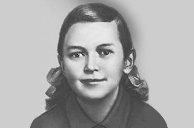 """Зина попала в подпольную комсомольскую организацию """"Юные мстители"""" и в рамках своей деятельности, работая посудомойкой в столовой курсов переподготовки германских офицеров, отравила фашистам еду. Погибло около сотни вражеских солдат."""