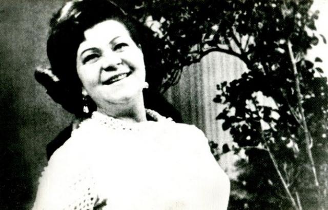 Великой артистки не стало 17 июня 1984 года, была похоронена на Новодевичьем кладбище, у памятника К.И. Шульженко всегда лежит синий платочек.