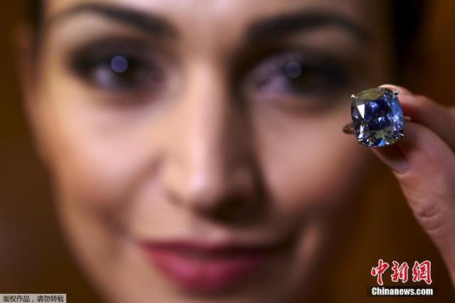 Джозеф Лау на аукционе Сотбис в Женеве купил своей 7-летней дочери за $48 400 000 самый крупный алмаз в истории всех аукционов.