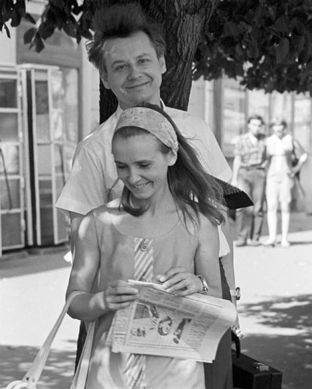 Олег Табаков. Отношения актера и его коллеги Людмилы Крыловой начались, когда та была еще юной студенткой. Их брак длился более 30 лет, однако жизнь внесла свои коррективы...