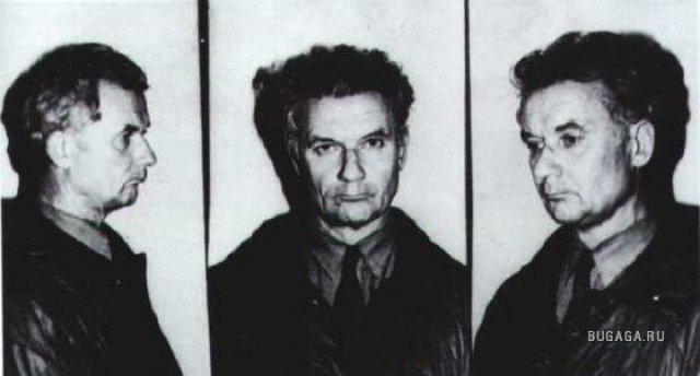 Первая улика, найденная по делу — образец спермы, полученный с тела одной из жертв. Сперма 4-ой группы, следовательно круг подозреваемых существенно сужается. Но по отношению к Чикатило улика дает противоположный эффект. Подозрительный субьект - Андрей Чикатило - задержан милицией 14 сентября 1984 года.
