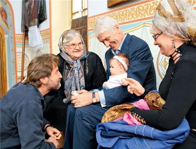 Весной 2007 у актера родилась малышка-дочь, но, увы, начались проблемы со здоровьем. В конце августа 2007 года актер был прооперирован в севастопольской клинике по поводу прободной язвы.