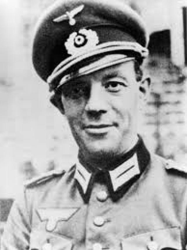 21 марта 1943 года во время посещения Гитлером выставки трофейной советской военной техники в Берлине полковник Рудольф фон Герсдорф должен был взорвать себя вместе с Гитлером.