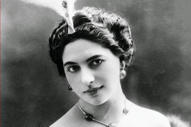 Девушка имела множество связей с высокопоставленными французскими политиками, которые боялись испорченной репутации. Некоторые историки считают, что как шпионка Мата Хари проявила себя не очень сильно.