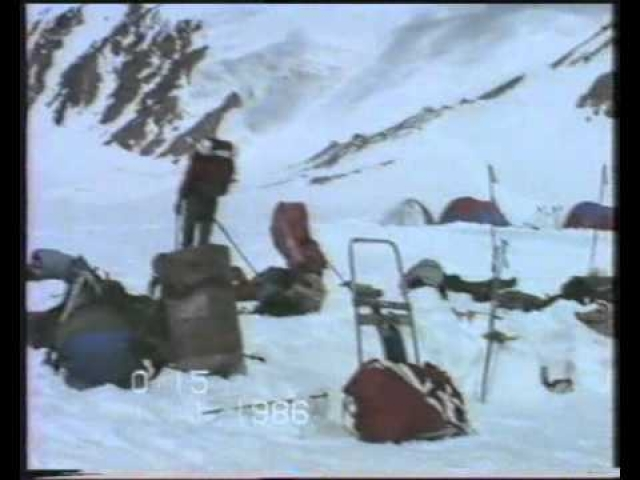 И на пути обвала по трагическому стечению обстоятельств оказался палаточный лагерь альпинистов.