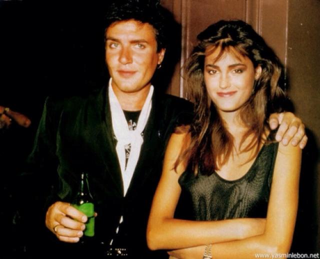 Ясмин и Саймон Ле Бон. Ясмин стала звездой моды под девичьей фамилией Парване и благодаря профессии нашла любовь всей жизни: вокалист Duran Duran влюбился в будущую жену, увидев ее на обложке журнала.