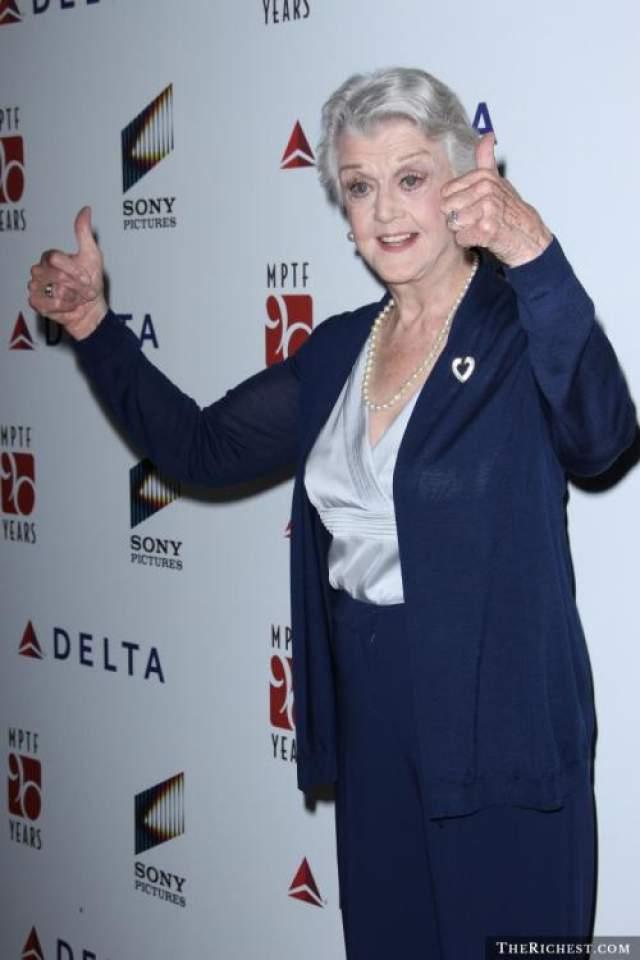 Анджела Лэнсбери, 94 года Анжела родилась 16 октября 1925 года в Лондоне. В начале Второй мировой войны переехала в США, где и стала актрисой.