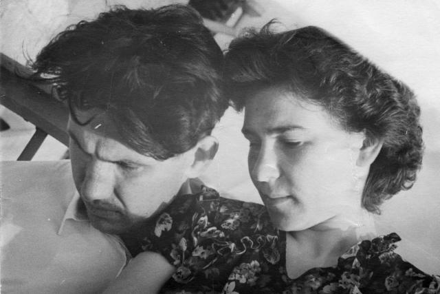 В институте Ельцин познакомился и с будущей женой.