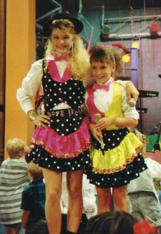 В возрасте трех лет она впервые выступила перед публикой на животноводческой выставке с песней Уитни Хьюстон.