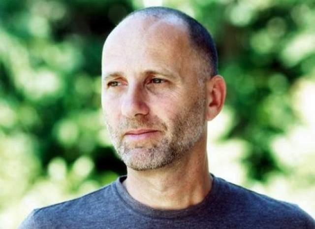 """Когда путешественника наконец нашел местный поисковой отряд, он был покрыт укусами насекомых и ожогами от солнца, на его теле поселилась целая колония термитов. Об этом незабываемом путешествии, случившемся в 1981 году, Гинсберг написал книгу """"Один в джунглях"""", каналом Discovery был снят документальный фильм """"Я не должен был выжить""""."""