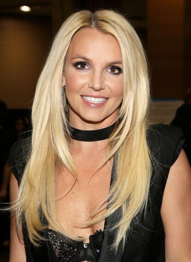 Бритни Спирс. Певица в какой-то момент надоело быть блондинкой.