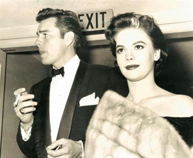 Звездный брак, как это случается, оказался недолговечным. Через четыре года Натали и Роберт развелись. Причиной стала измена актрисы с партнером по фильму.