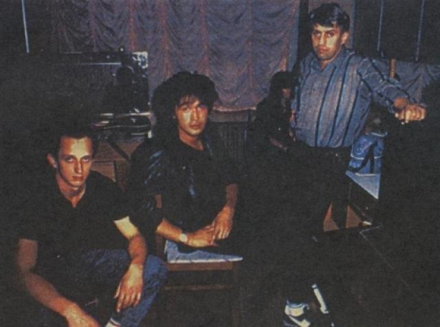 """После записи альбома """"Звезда по имени Солнце"""", Цой знакомится с Юрием Айзеншписом."""