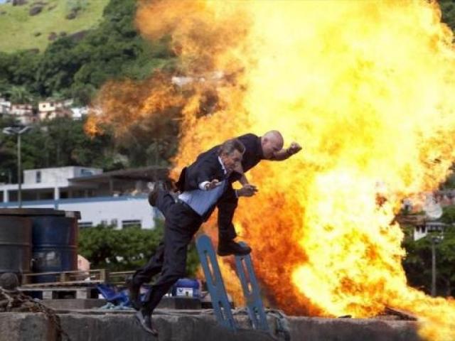 «Неудержимые 2» (2012) – смерть каскадера Кун Лю. Инцидент произошел на водохранилище Огняново, в 15 милях от столицы Болгарии Софии. Есть сцена, где должен произойти взрыв в надувной лодке с двумя героями. Взрыв устраивали специально нанятые пиротехники, но почему то система дала сбой, что и привело к несчастью.