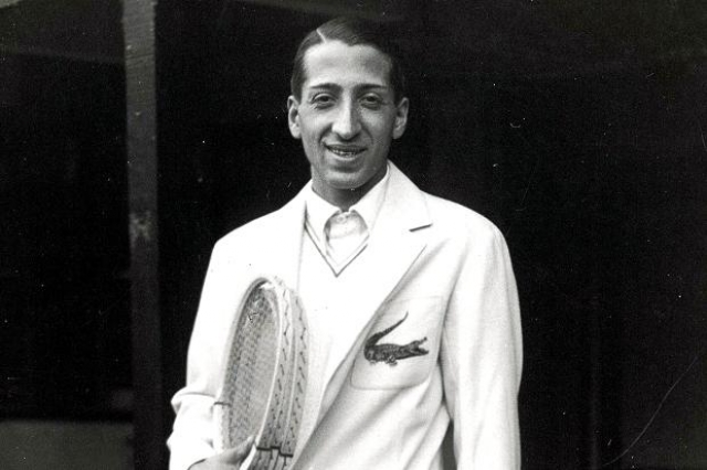 Lacoste. В 1993 году Жан Рене Лакост стал основателем фирмы по пошиву маек для игры в теннис.