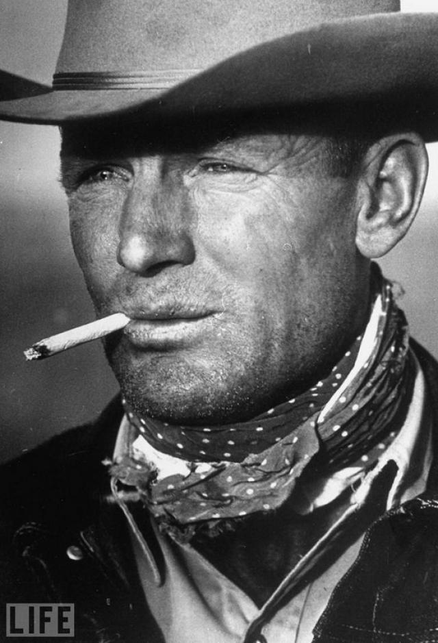 Ковбой Марлборо (The Marlboro Man, Leonard McCombe, 1949). 39-летний техасский ковбой Clarence Hailey, образ которого стал прототипом для рекламы сигарет.