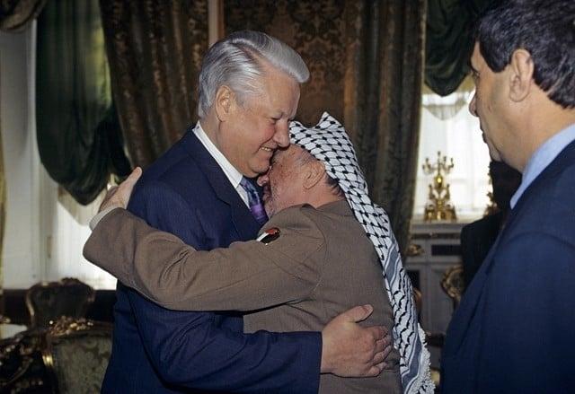 Встреча президента России Бориса Ельцина и председателя исполкома Организации освобождения Палестины Ясира Арафата, 1994 год.