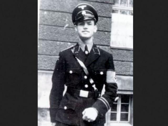 Как оказалось все это время он вел размеренную жизнь в аргентинском городке Сан-Карлос-де-Барилоче. В Аргентину он прибыл из Генуи, с паспортом Красного Креста на имя латыша Отто Папе Прибке.