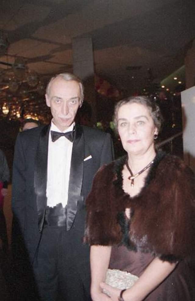 Ради Александра Заботкина бросила карьеру и переехала в Москву, где стала помощницей и нянькой супруга, ведя борьбу с его пьянством. Именно алкоголь стал причиной смерти поэта.