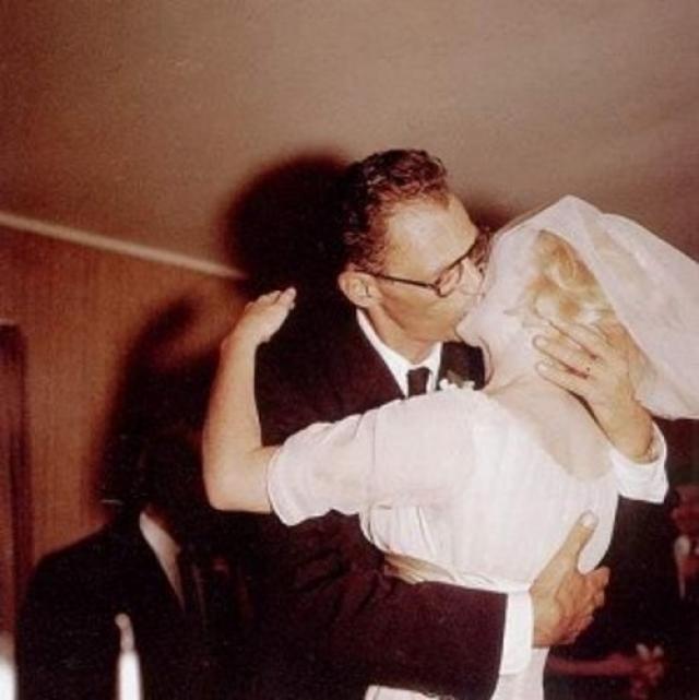 Этот брак оказался самым длительным из всех, доподлинно известно, что Монро всегда мечтала об умном мужчине, который смог бы заполнить ее пробелы в образовании и стать ее наставником по жизни.