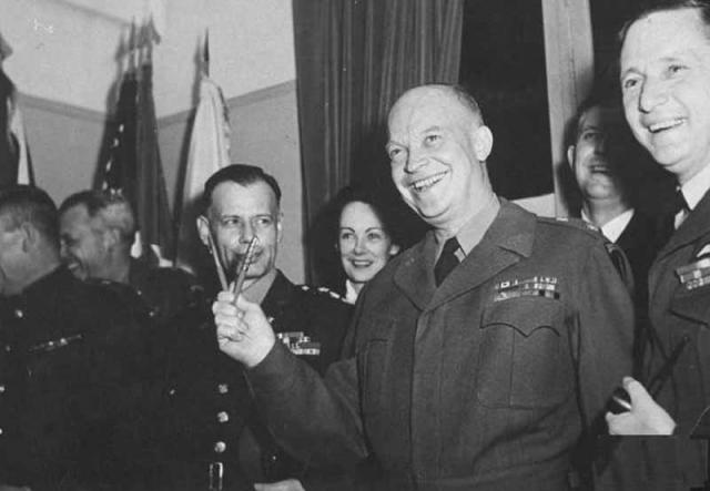 Жених Саммерсби погиб во время Второй Мировой. После этого, девушка стала секретаршей Эйзенхауэра.