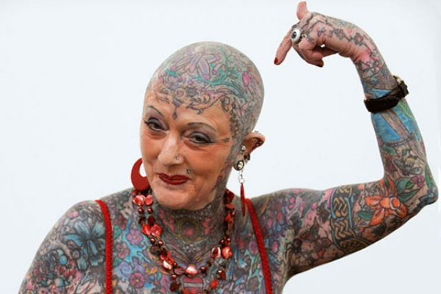 Исобель Варли. До своей смерти в 2015 году носила титул самой старой татуированной женщиной в мире.