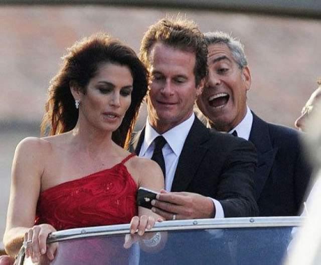 Все же Джордж Клуни мастер бомбить фотографии.