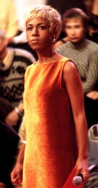 """Елена Ханга запомнилась смелой и откровенной передачей """"Про это"""", которая выходила на телеканале НТВ с 1997 по 2000 год. И если сегодня тема секса - обычная вещь, то для конца 90-х это был настоящий прорыв."""