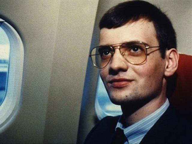 """Приземлиться на Красной площади. Днем 27 мая 1987 года 18-летний Матиас Руст вылетел из Гамбурга на четырехместном легком самолете """"Цессна-172Б Скайхок"""". Он совершил промежуточную посадку в аэропорту Мальми в Хельсинки для дозаправки."""